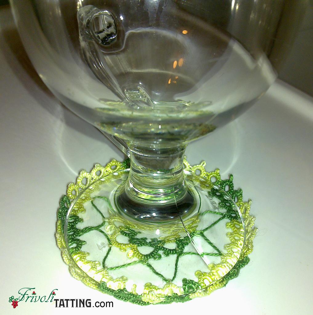 Подставка под стакан в технике фриволите. Tatted coaster.