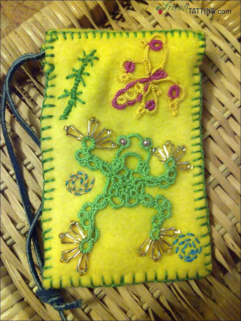 Сумочка для телефона, лягушка в технике фриволите. Mobile phone bag, tatted frog.