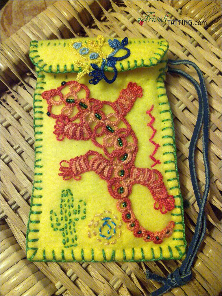 Сумочка для телефона, геккон в технике фриволите. Bag for mobile. Tatted gecko.