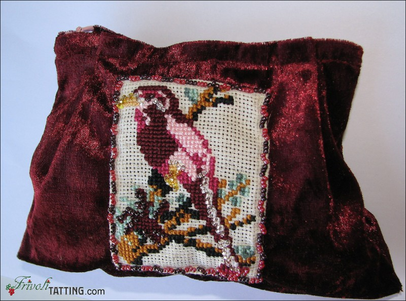 Косметичка, расшитая крестом с бисером. Beauty bag embroidered with cross stitch and beads