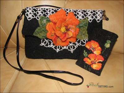 Сумочка с кружевом в технике фриволите и цветком, выполненным валянием. Сумочка для телефона с вышивкой крестом.